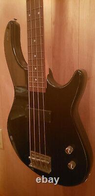 Dean Edge 09 Classic Black 4 String Bass Guitar USED