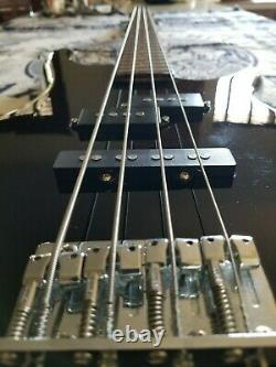 Ibanez GIO Soundgear 4-string electric bass guitar (Pre-owned)